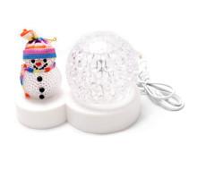 Снеговик и светящийся светодиодный шар