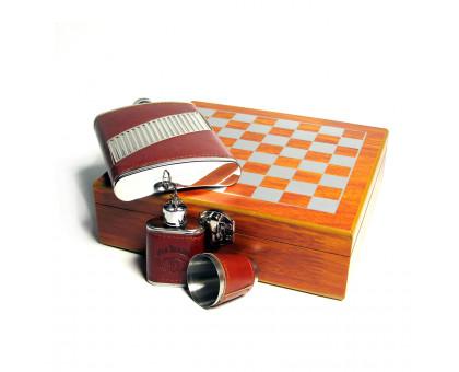 Шахматный набор с фляжками (232мл и 29мл) и металлическим стаканом