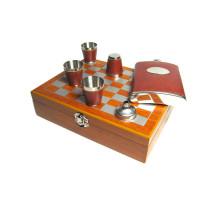 Шахматный набор с фляжкой (232мл), воронкой  и металлическими стаканами