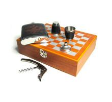 Шахматный набор с фляжкой (232мл), воронкой , стаканами и штопором